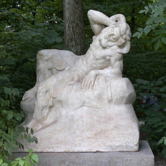 nikolaus-herzog-naturstein-restaurierung-muenchen-figuren-ruhender-faun-2
